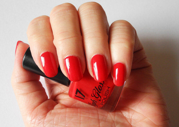 Nails Of The Day: 17 High Gloss Nail Polish in Risky Red | MakeUp4All