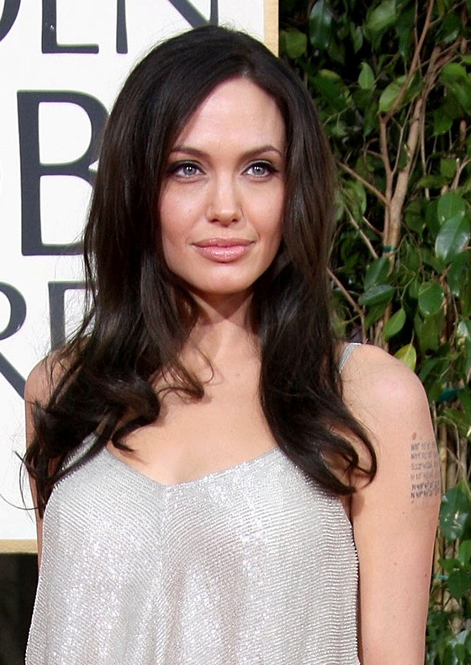 angelina-jolie-golden-globes face
