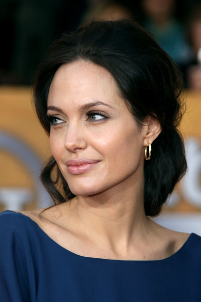 Get the Look of Angelina Jolie at the SAG Awards 2009