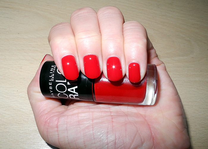 Maybelline Colorama in Power Red 23 nail swatch