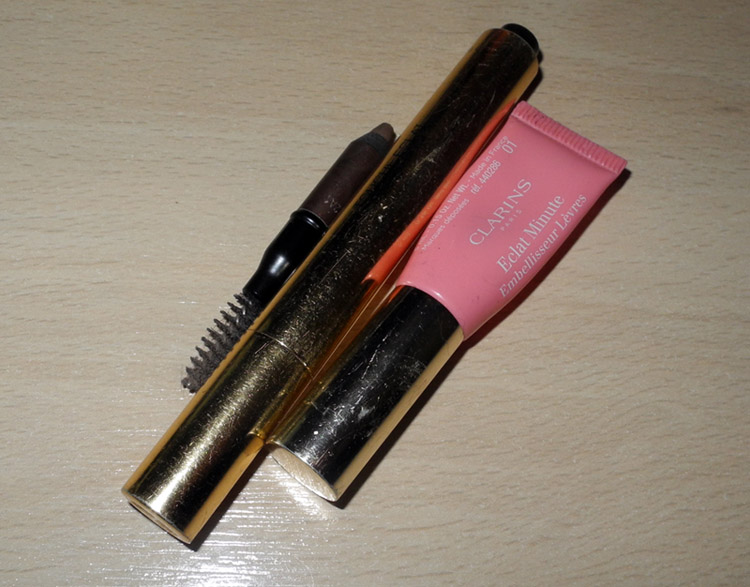 Makeup YSL Touche Eclate, Clarins Instant Light lip perfector, Benefit brow pencil