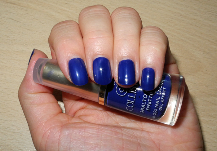 Collistar Gloss Nail Lacquer Gel Effect in 571 Blu Grintosa nail swatch