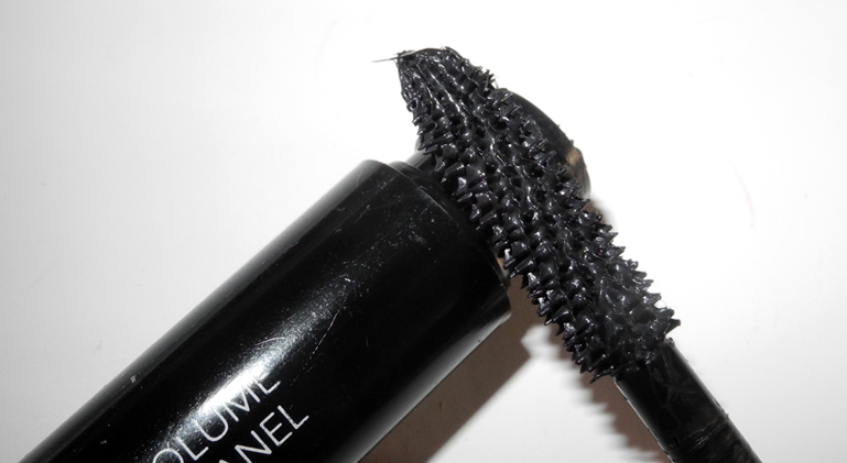 Chanel Le Volume de Chanel Mascara in 10 Noir Review