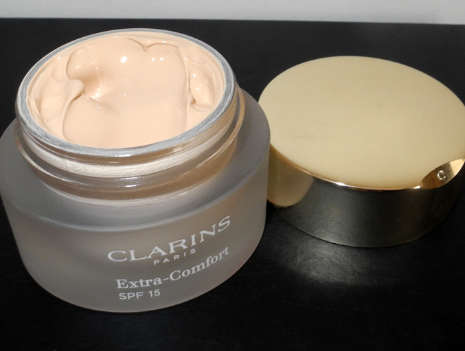 Clarins Extra-Comfort Foundation Review and Swatches