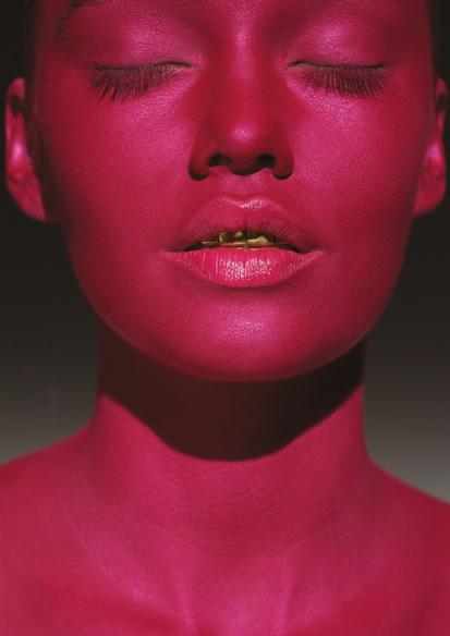 Ellis Faas Hot Lips promo with model