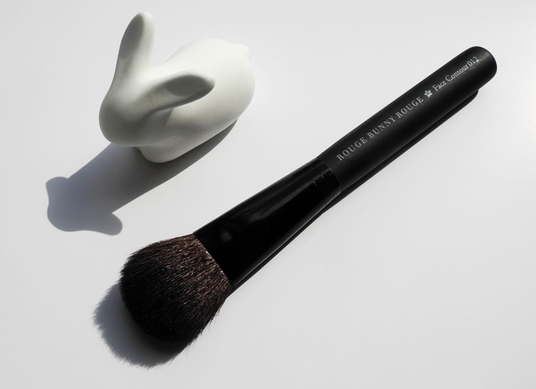 Rouge Bunny Rouge Face Contour Brush 012 Review rave 1