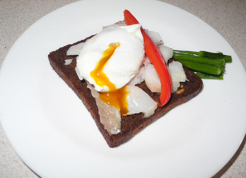 clean and lean diaries day 13 breakfast  haddock eggs and pepper on rye