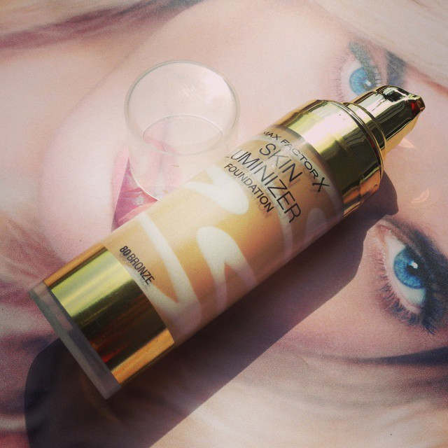 Max Factor Skin Luminizer Foundation Review and Swatches