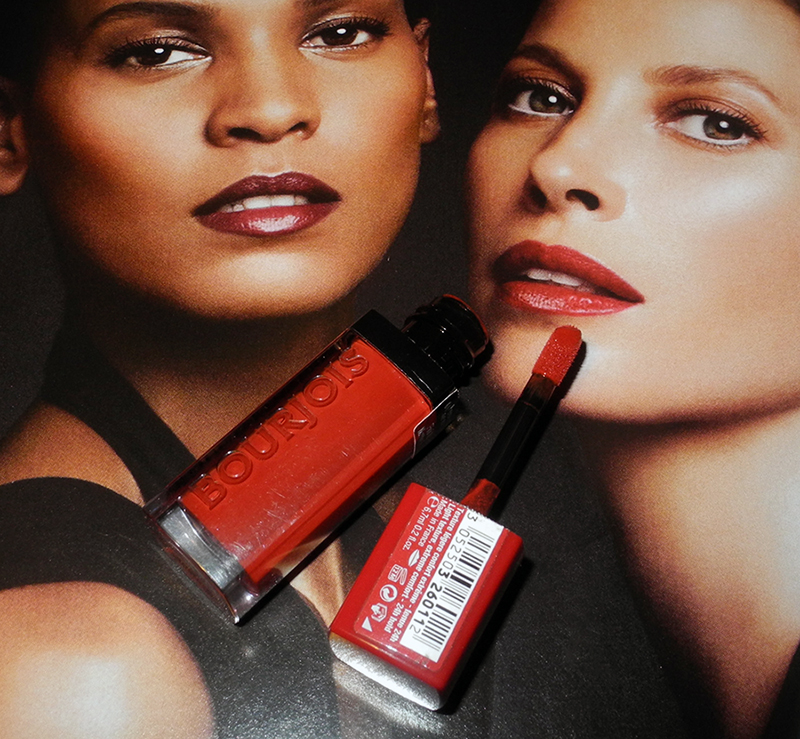 Bourjois velver Rouge Lipstick in personne ne rouge review and lip swatches 1