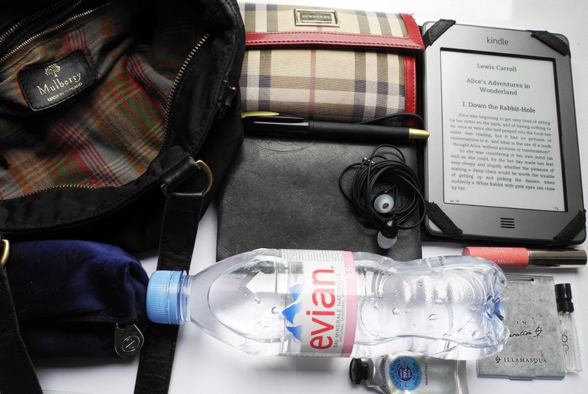 What's Inside my handbag Makeup4all